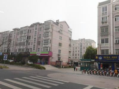 悦丰新村 4楼 68平方 98万 精装